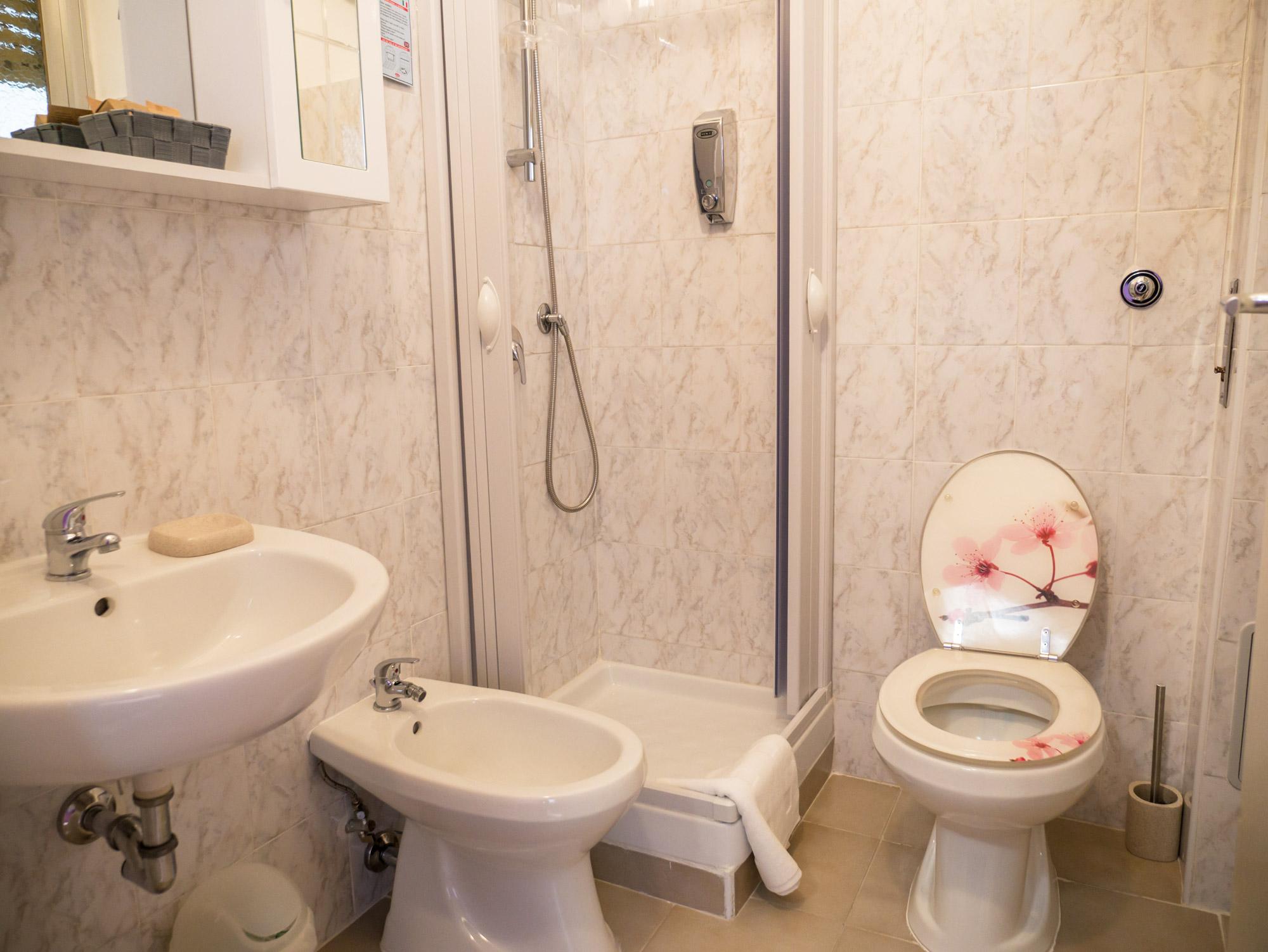 Il bagno privato in camera - Le Camere - B&B Roma Centro